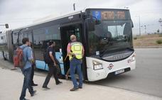 Más de mil trabajadores utilizan el 'metrobus' al PTA en la primera semana de servicio