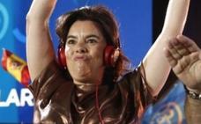 Soraya Sáenz de Santamaría se convierte en la estrella de las redes en la noche electoral