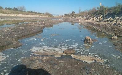 Emasa propone convertir el canal del Guadalhorce en un río para acabar con el fuerte hedor