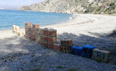 Nueve detenidos y 1.200 kilos de hachís incautados en un alijo en la playa nerjeña de El Cañuelo