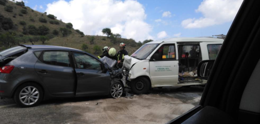 Un muerto y tres heridos en una grave colisión frontal entre dos vehículos en la A-366 a la altura de Coín