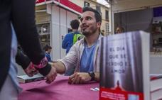El malagueño Javier Castillo cierra este martes los 'Encuentros con autores' en bibliotecas municipales