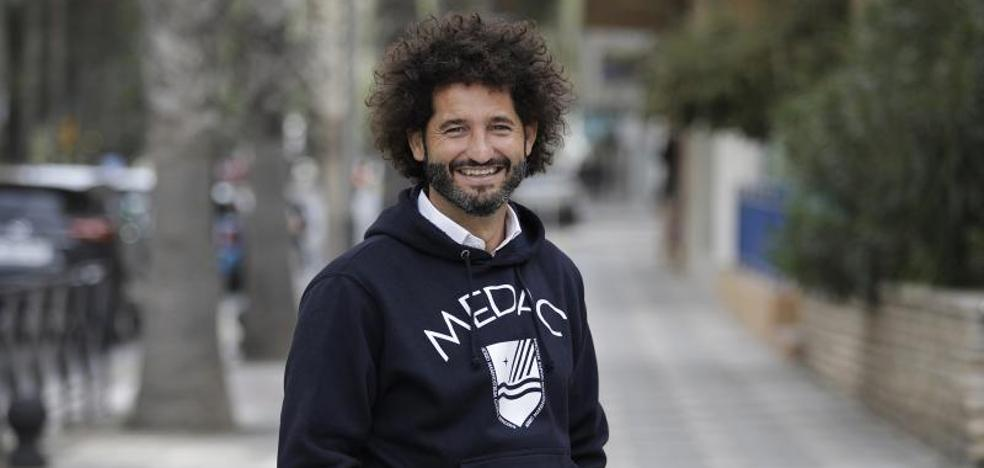 Francisco Ávila, un surfero en la cresta de los fondos
