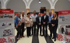 El Ayuntamiento de Rincón de la Victoria acoge una exposición en conmemoración del 50 aniversario de Cáritas Málaga