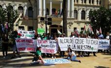 Estudiantes y sindicatos muestran su rechazo a la cesión de terrenos a la Universidad Católica de Murcia
