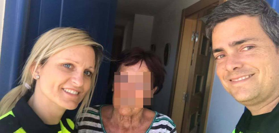 Salvan la vida a una anciana que trató de suicidarse en una playa de Torrox