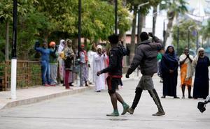 52 inmigrantes irregulares logran saltar la valla de Melilla