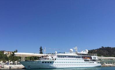 La naviera de lujo Crystal Cruises hará cuatro escalas con Málaga como puerto base