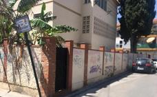 Fotodenuncia: grafitis en La Cala del Moral
