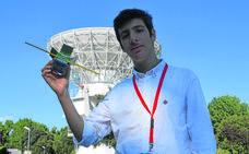 Como un cohete: así es el adolescente que ha creado el satélite más pequeño hecho en España