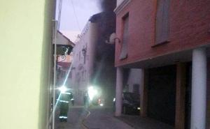 Un incendio en un garaje obliga a desalojar a unas 50 personas en Vélez-Málaga