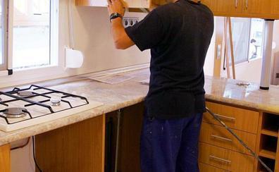 Investigan por presunta estafa a un montador de cocinas que cobraba adelantos de trabajos que no realizaba