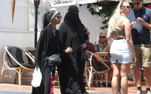 El adelanto del Ramadán asegura la presencia de árabes en julio y agosto