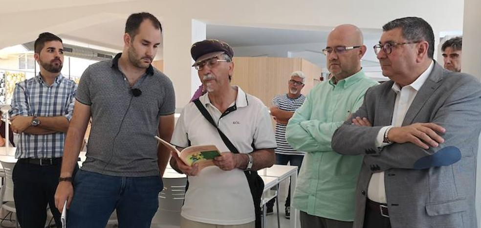 Torre del Mar opens a library with a tribute to Manuel Alcántara