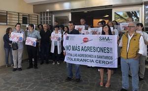 Médicos se concentran en el centro de salud de Campanillas para denunciar una nueva agresión
