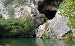 Trabajan en la reposición del puente de la Cueva del Gato de Benaoján