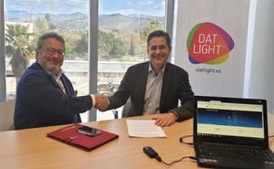 ¿Luces que conectan a Internet? En Málaga ya es posible