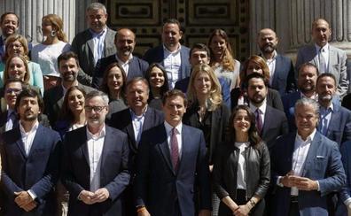 Rivera prepara su grupo en el Congreso para pelear al PP el liderazgo de la oposición