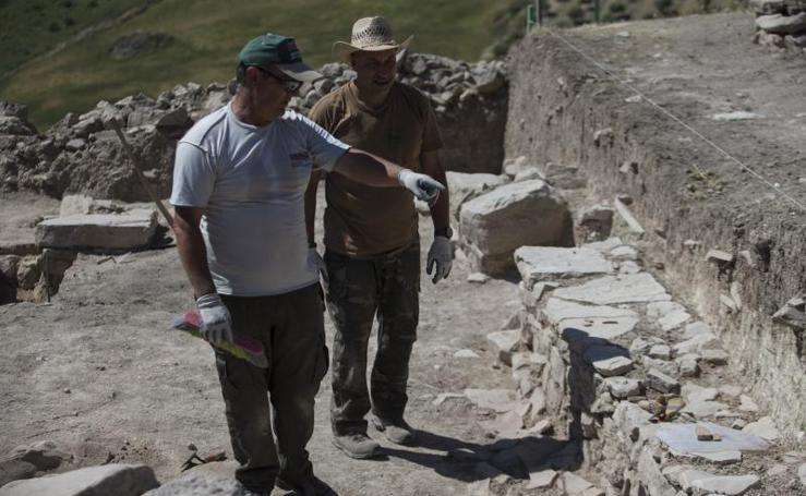 Tras 26 años sin excavar, resurge el poblado romano de Los Castillejos, en Teba