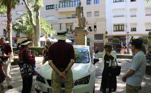 Fotodenuncia: vehículos dentro de la Alameda