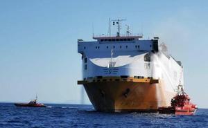 Un mercante con 25 tripulantes y destino Valencia se incendia en Mallorca