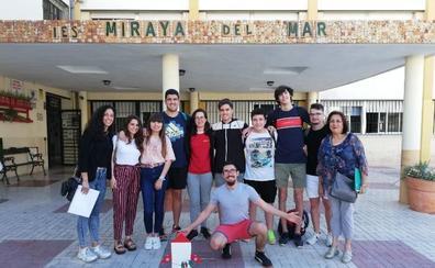 Estudiantes del IES Miraya del Mar de Torre del Mar, seleccionados para participar en la Feria de la Ciencia