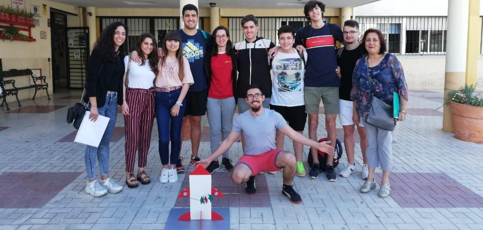 Students of the IES Miraya del Mar of Torre del Mar, selected to participate in the Science Fair