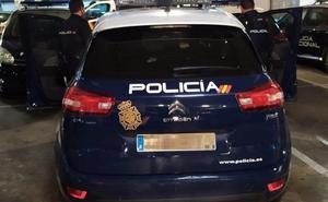 Detenida por robar un móvil de alta gama en el Centro de Málaga con el método del 'hurto cariñoso'