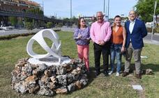 Instalada la escultura 'Mater-Huevo', de Vicente Espona