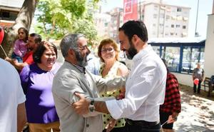 Dani Pérez celebra su cumpleaños en «la Málaga olvidada»