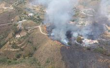 Extinguido el incendio forestal declarado en el paraje Valtocado de Mijas