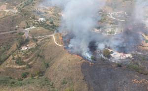 Estabilizado el incendio forestal declarado en el paraje Valtocado de Mijas