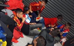 El equipo de fútbol de Rincón atrapado en el aeropuerto de Manchester pasará la noche en Londres