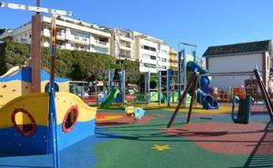 El Ayuntamiento de Rincón de la Victoria instala dos nuevos parques infantiles en las zonas de Lo Cea y Cortijo Blanco