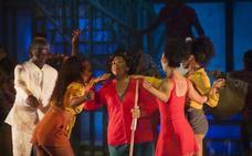 'Hotel Habana Show' concentra en Málaga la esencia de Cuba bajo la carpa instalada en el recinto ferial con acrobacias, bailes y son cubano