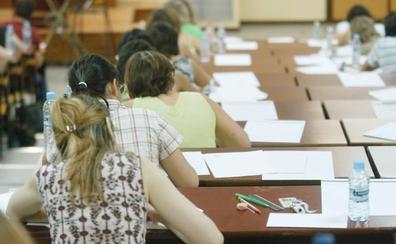 Cinco mil malagueños buscan un empleo de maestro en las oposiciones de la Junta