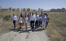 Pérez se compromete a convertir los antiguos terrenos de Repsol en «el gran pulmón verde» de Málaga