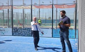 De la Torre promete nuevos pabellones en los barrios y potenciar los deportes marítimos