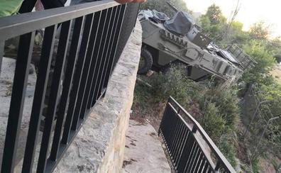 Dos tanquetas de La Legión se estrellan durante unas maniobras en Serrato