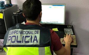 Desmantelan en Málaga una red que estafó 700.000 euros mediante falsas ofertas de trabajo de 'gigoló por Internet