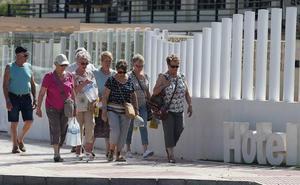 Marín avanza que el decreto de hoteles puntuará criterios laborales en la clasificación del alojamiento