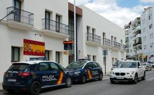Detienen a una madre que dejó a su bebé en el coche sufriendo un golpe de calor en Estepona