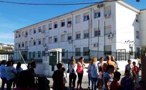 La plaga de pulgas impide que el Cayetano Bolívar de Santa Rosalía sea colegio electoral este domingo