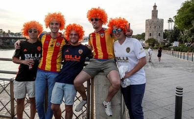 Sevilla, de blanquinegro y azulgrana