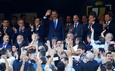 Pitos y aplausos al himno de España
