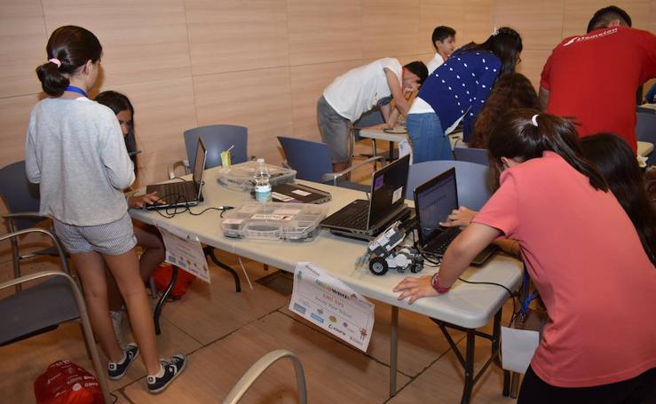 Fotos de la sexta edición del campeonato provincial de la World Robot Olympiad celebrado en Marbella