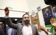 Vox exige negociar pactos a tres bandas con PP y Cs