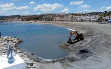 Marinas del Mediterráneo trasvasa 5.000 metros cúbicos de arena de la playa de Las Gaviotas