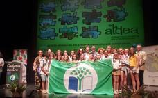 El colegio Josefina Aldecoa renueva la bandera verde Ecoescuela por su compromiso medioambiental
