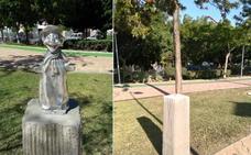Roban una escultura en homenaje a Peneque el Valiente en un parque de Vélez-Málaga